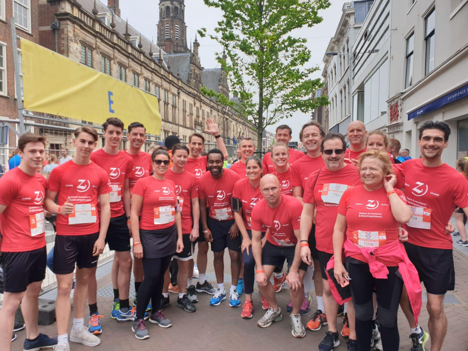 Zirkzee-groep Met 87 Renners Aan De Start Van De Leiden Marathon.